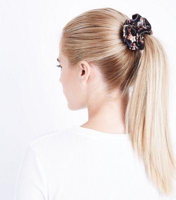 3 Pack Floral Velvet Scrunchies New Look