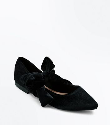Black Velvet Bow Pointed Pumps New Look