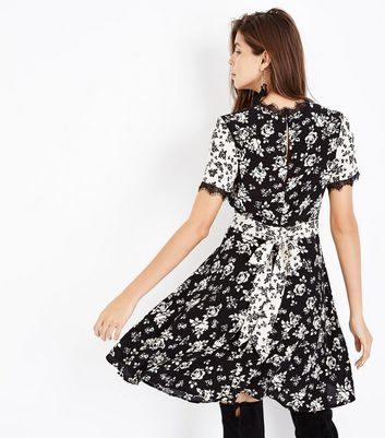 Black Contrast Floral Print Lace Trim Tea Dress New Look