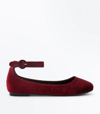 Wide Fit Burgundy Velvet Ankle Strap Pumps New Look