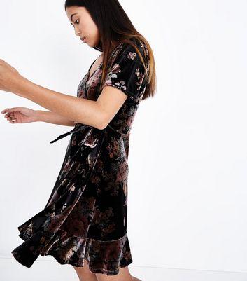 Petite Floral Velvet Wrap Front Dress New Look
