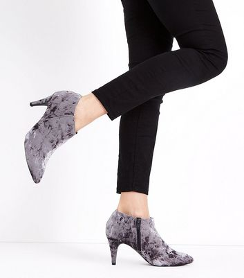 Grey Crushed Velvet Pointed Shoe Boots New Look