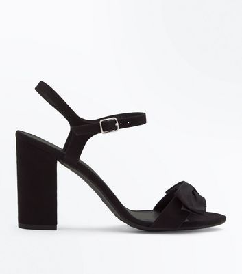 Wide Fit Black Velvet Bow Block Heel Sandals New Look
