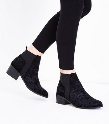 Teens Black Embossed Velvet Heeled Chelsea Boots New Look