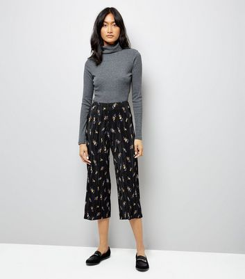 Black Ditsy Floral Print Plisse Trousers New Look