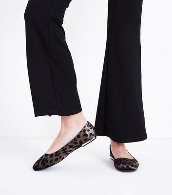 Wide Fit Grey Velvet Leopard Metal Heel Pumps New Look
