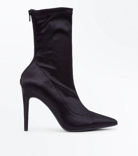 9567caa0e4d5 ... Bottes noires pointues satinées style chaussettes ...