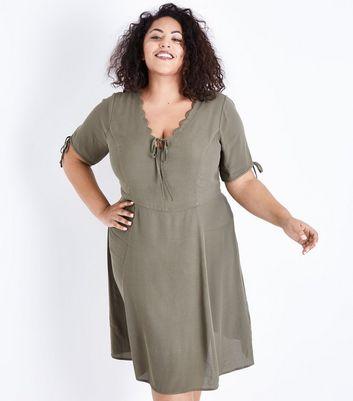 Curves Green Scallop V Neck Tea Dress New Look