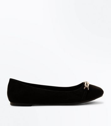 Black Suedette Chain Top Round Toe Pumps New Look