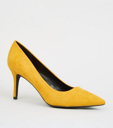 b097db98567 Escarpins pointus moutarde en suédine · Escarpins pointus moutarde en  suédine ...
