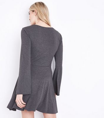 Grey Twist Front Flared Sleeve Jersey Dress New Look