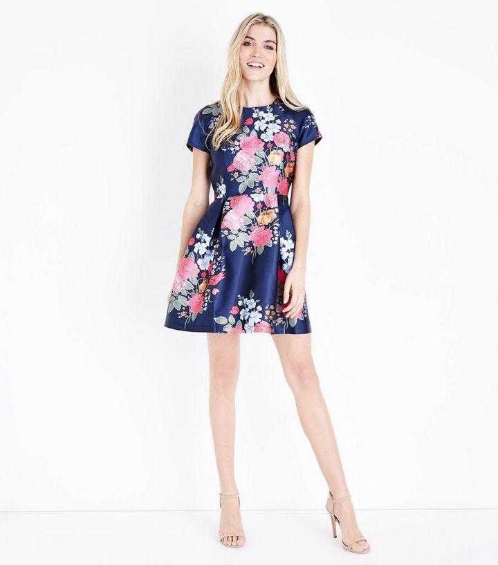 0d64ba8f5eb ... Blue Vanilla - Robe bleu marine à imprimé floral. ×. ×. ×. Shopper le  look