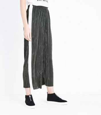 Green Plisse Cropped Side Stripe Trousers New Look