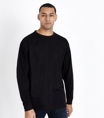 Schwarzes Oversize-T-Shirt mit langen Ärmeln und Bündchen Für später  speichern Von gespeicherten Artikeln entfernen