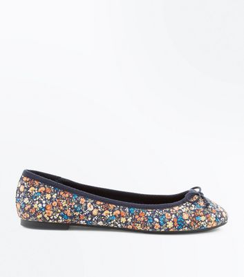 Wide Fit Navy Floral Print Bow Ballet Pumps New Look