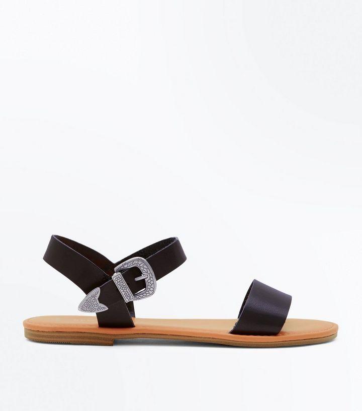 039244961ab3 ... Sandales plates noires à boucle style western. ×. ×. ×. Shopper le look