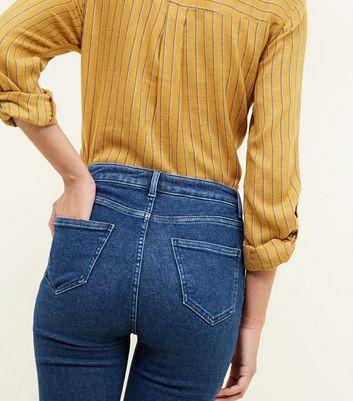 Hallie – Blaue, zerrissene High Waist Jeans mit Rinse Waschung und Naht vorne Für später speichern Von gespeicherten Artikeln entfernen