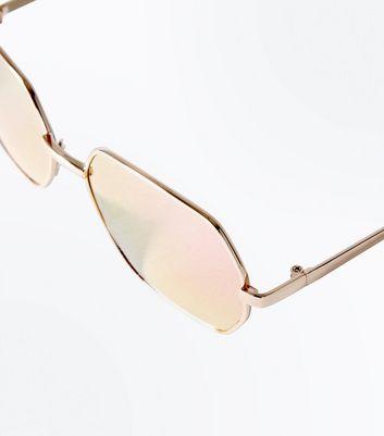 Rosa Sonnenbrille mit verspiegelten Gläsern und Metallrahmen Für später speichern Von gespeicherten Artikeln entfernen