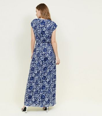 Mela Robe bleu marine en dentelle florale à manches longues Ajouter à la Wishlist Supprimer de la Wishlist