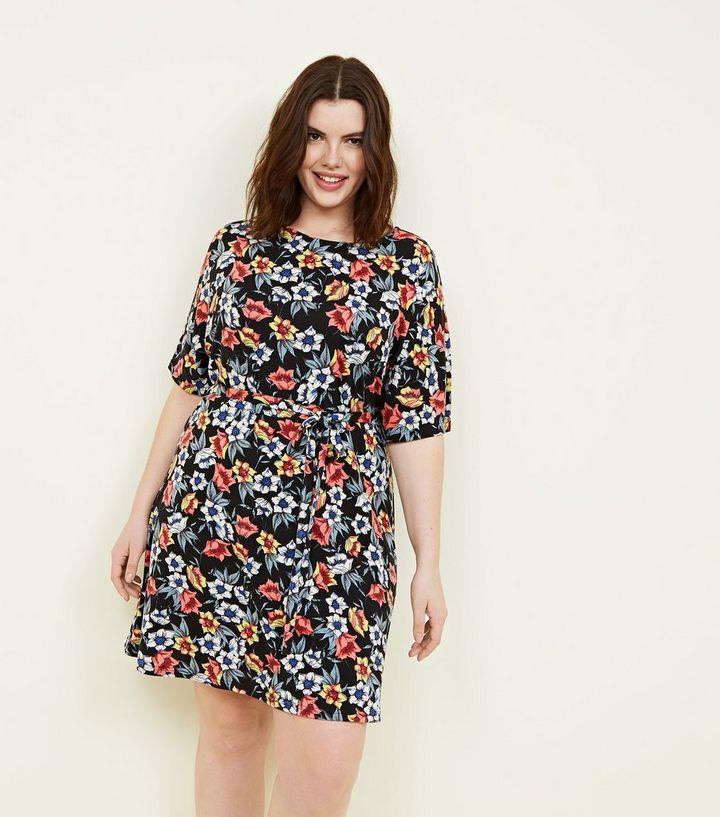 f18d29ce0d29 Mela Curves - Robe noire à imprimé floral et ceinture   New Look