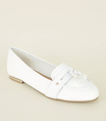 White Faux Snake Pointed Tassel Penny Loafers