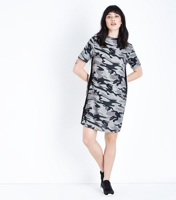7a97a68538d ... Robe t-shirt grise camouflage à rayures latérales. ×. ×. ×. Shopper le  look