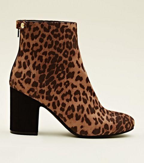 9962af8597b4 ... Boots ocre à imprimé léopard à talon blocs ...