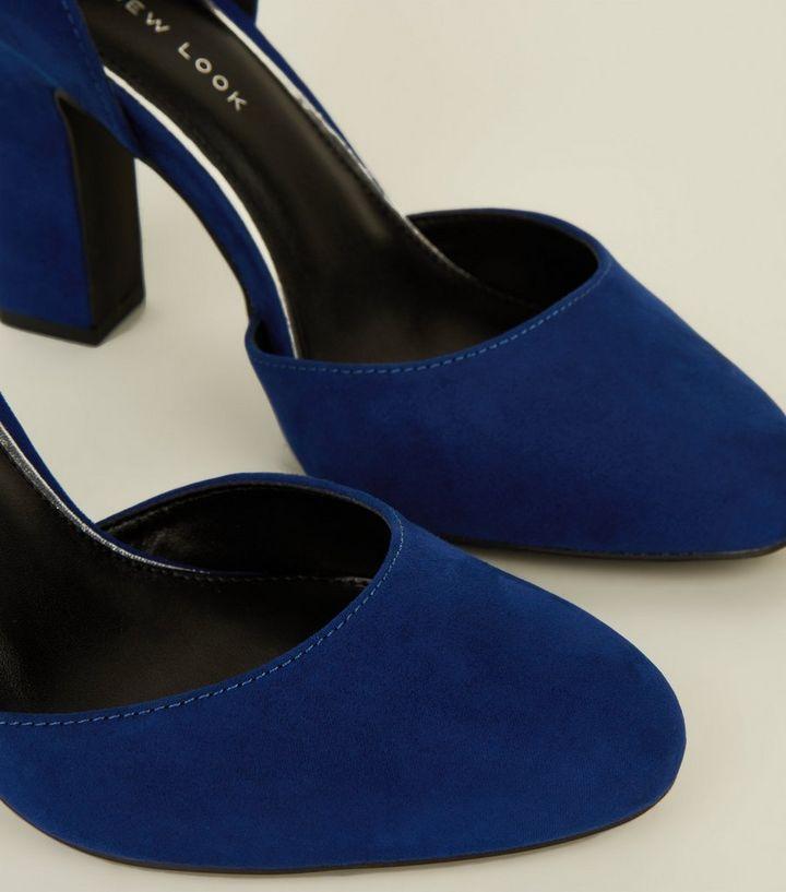a3c9eeed299ac9 Startseite · Damen · Schuhe   Stiefel · Schuhe · Wide Fit – Blaue Pumps aus  Wildlederimitat mit Blockabsatz und weiter Passform. ×. ×. ×. Hol dir den  Look