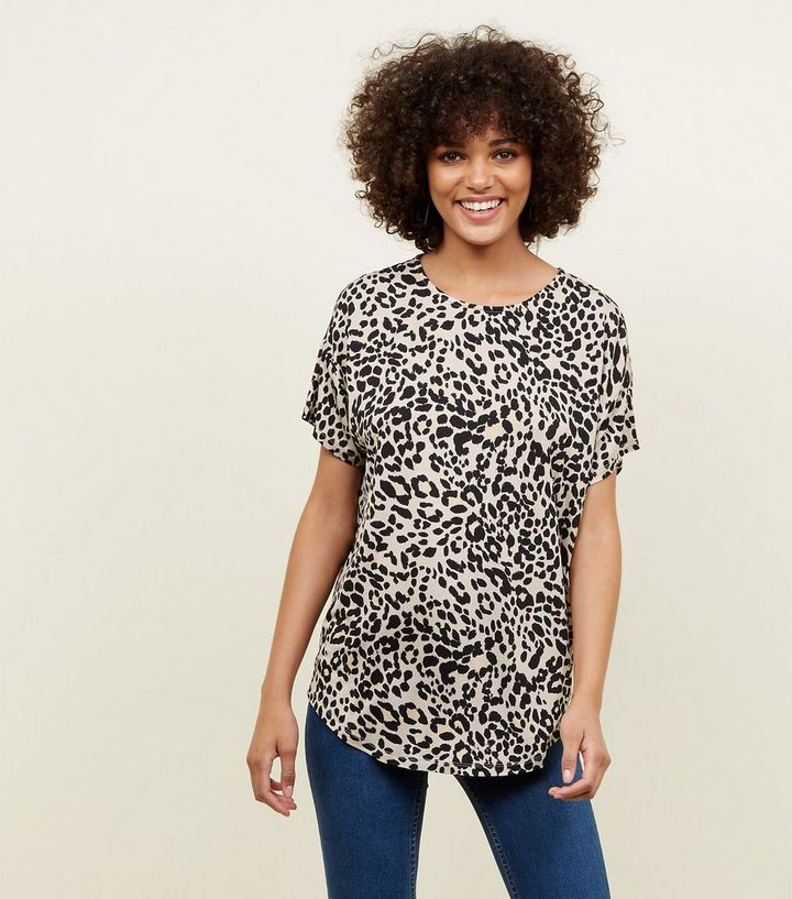 366510661 Brown Leopard Print Oversized T-Shirt | New Look