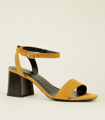 Sandales jaune moutarde en suédine