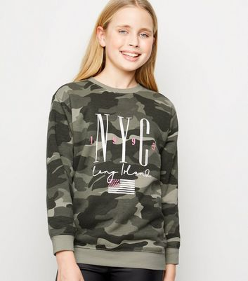 Girls - Sweat vert à motif camouflage et slogan « NYC »