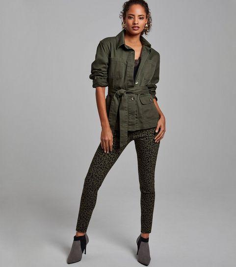 ... Pantalon slim kaki à détails zippés et imprimé léopard ... 97e23ac0c929