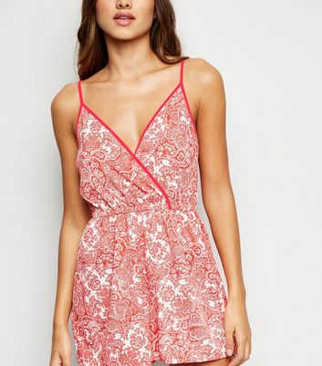 Strand-Playsuit mit Paisleymuster in Neonrosa