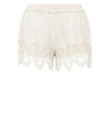 Cameo Rose Cream Crochet Trim Shorts New Look