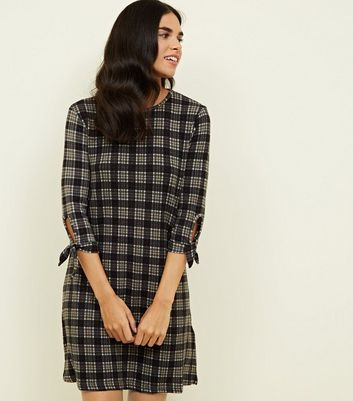 QED Black Grid Print Tie Sleeve Swing Dress
