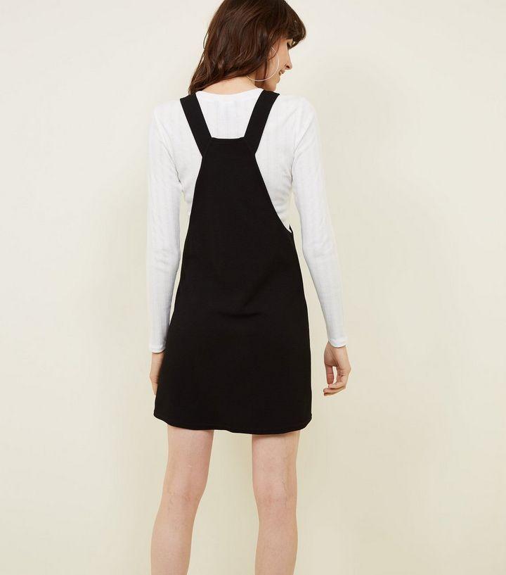62c6027028c07 ... Robe chasuble noire en jersey en crêpe. ×. ×. ×. Shopper le look