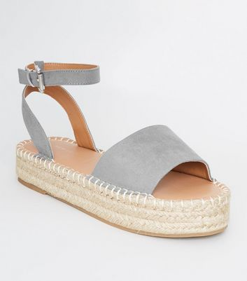 Graue Espadrilles-Plateausandalen in Wildleder-Optik