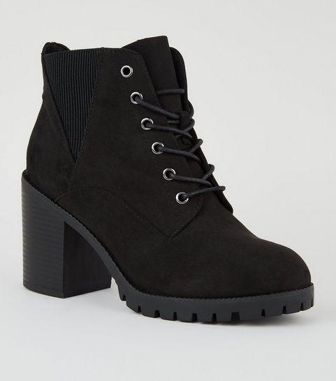 ... Schwarze Stiefel zum Schnüren mit weiter Passform und Wildlederimitat  ... 1038e8c160