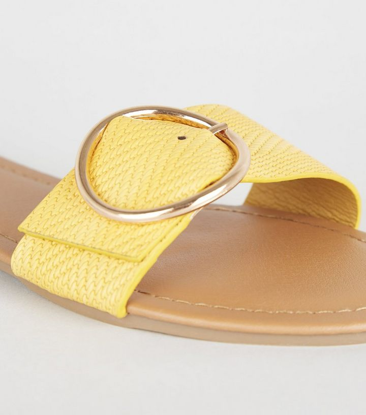 563bfb7e11b7 ... Wide Fit Mustard Woven Strap Sliders. ×. ×. ×. Hol dir den Look