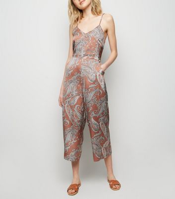 Blue Vanilla – Rosa Culotte-Jumpsuit mit Paisley-Muster