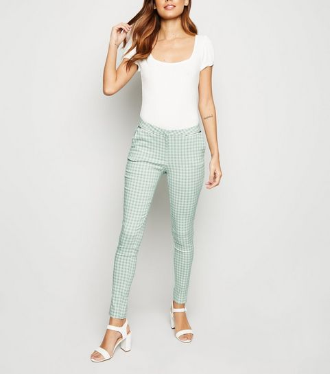 d61f5b25f059 ... Pantalon vert menthe à carreaux vichy coupe slim en stretch ...