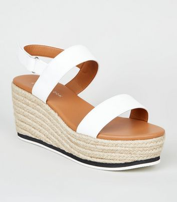 Wide Fit – Weiße Espadrilles-Sandalen in Leder-Optik
