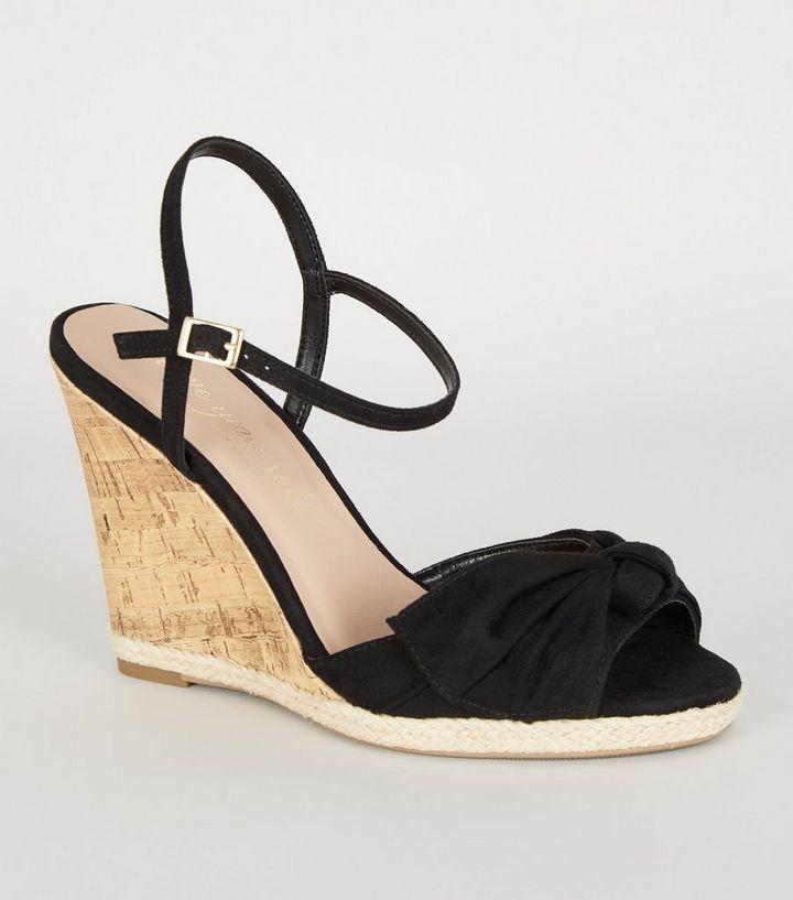 separation shoes 266e9 88517 Schwarze Espadrilles-Sandalen mit Keilabsatz aus Kork und Schleife vorne  Für später speichern Von gespeicherten Artikeln entfernen