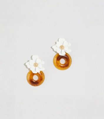 WANTED Off White Floral and Resin Circle Earrings