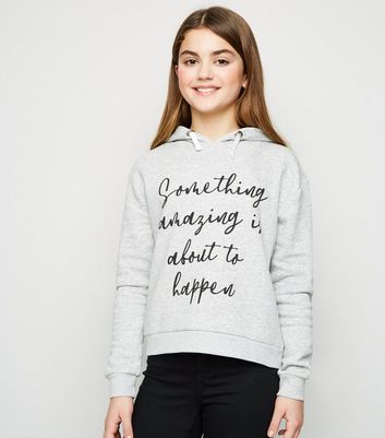 Girls - Sweat gris à capuche et slogan Something Amazing