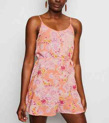 Rosa Playsuit mit floralem Paisleymuster