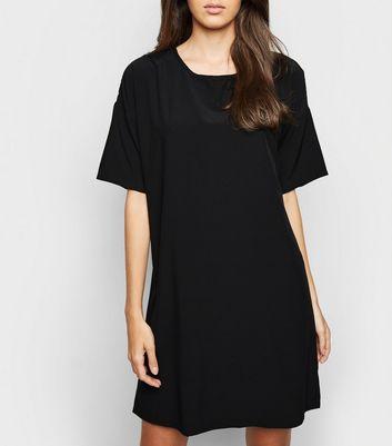 Einfarbig schwarzes T-Shirt-Kleid in Oversize Für später speichern Von gespeicherten Artikeln entfernen