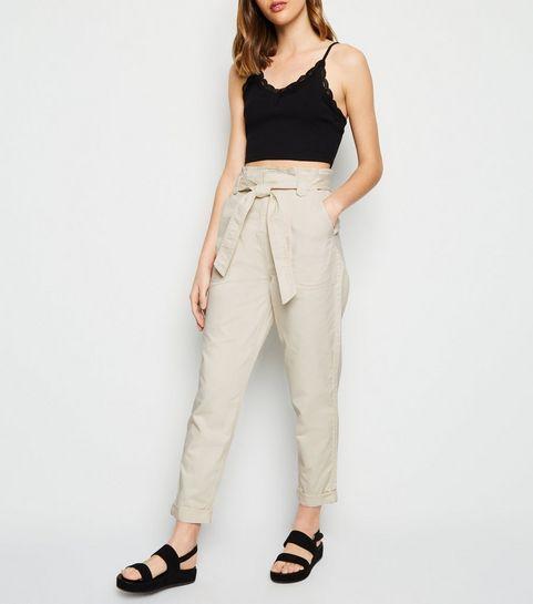 c1542601becc2 ... Pantalon blanc cassé fuselé en jean à taille haute à plis ...