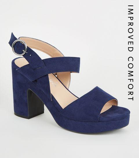a068b65830dbf9 ... Chaussures en suédine bleu marine à talons blocs plateformes ...