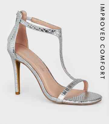 c1fa1f204f68bd Chaussures style salomé à talons aiguilles argentées effet peau de serpent  ...